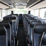 Die Fahrgäste genießen während der Reise ein Entertainment-Paket und WLAN an Bord, sowie 230 Volt Steckdosen an jedem Fahrgastsitzplatz.