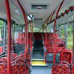 Der Fahrgastraum des VDL CITEA ist geräumig eingerichtet und bietet Platz für 36 Sitzplätze und ca. 32 Stehplätze.